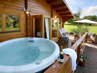 Hop Pickers 2 bedroom luxury log Cabin with private hot tub.
