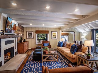 TERRACE LODGE | LUXURY 4BD/4BA, SLEEPS 14, GAME ROOM, DOCK, IN VILLAGE