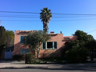 Charming vintage Mediterranean home, safe & green, Fairfax