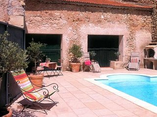 Cruzy holiday house France sleeps 10 private pool near Canal du Midi