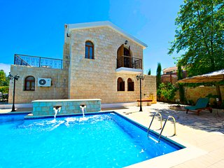Amazing Luxury Villa - Huge 14x7m Pool - Sea Views