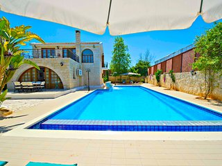 Oustanding Villa - Huge Pool -Childrens Playground