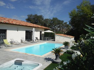 Luxury villa : Heated pool and jacuzzi near beach, Lecci