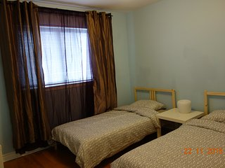 Room with 2 Twin Size Bed