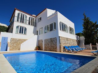 Villa James, Ocean Views, Heart of Village, 7 Bedroom, Sleeps 14, Air-con, Pool & BBQ, Carvoeiro