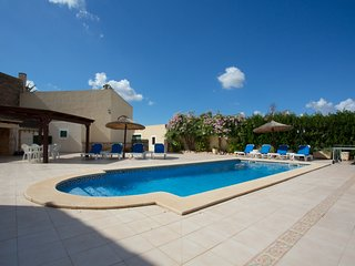 Villa +8 Pax pool, BBQ, TV Sat, Campos