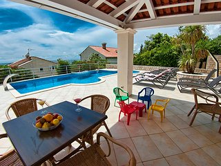 Luxurious Seaview Villa with Pool, Plat ****