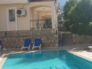LUXURY 2 BEDROOM APART OVERLOOKS SWIMMING POLL, Oludeniz