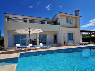 4BR Majestic Villa in great location, private pool