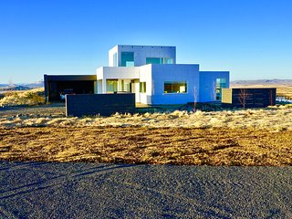 Luxury, Modern Amazing River/Mountain view on the Golden Circle, Selfoss