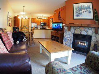 Fireside Lodge Village Center - 109, Sun Peaks