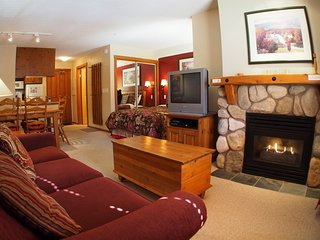 Fireside Lodge Village Center - 203, Sun Peaks