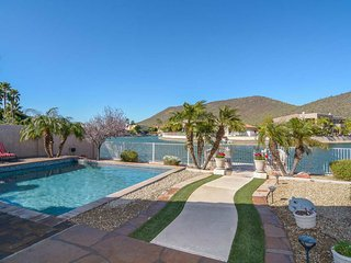 Modern Desert Luxury on the Lakes, Glendale