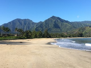 Great Hanalei Location-AC, Bikes, and Boards incl