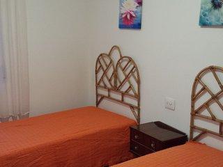CASA CON PATIO , BARBACOA Y TRES PISOS, Santa Cruz de Moya