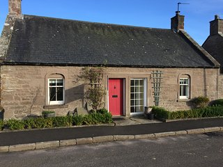 Dean Cottage, Period cottage near Glamis in Angus