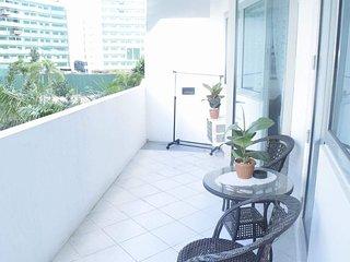 Short-Stay fully furnished 1BR condo w/ balcony