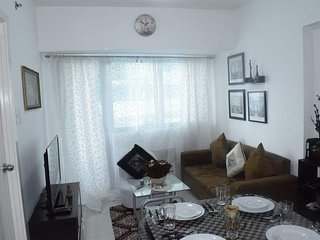 NEW Fully furnished 1BR condo w/ balcony in QC