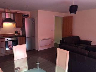 Stunning Luxury 2 Bed Apartment Near City Centre, Glasgow