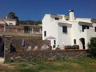 Joli haut de villa indépendant, avec accès piscine
