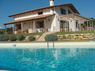 Studio apartment in  villa with pool close to sea