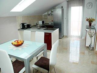Aparthouse Silva Ap1, Slatine