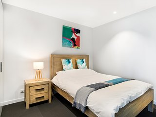Luxury 2 Bedroom Apartment in Melb City 10