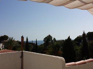 Desde el chill-out con el Mediterráneo al fondo.