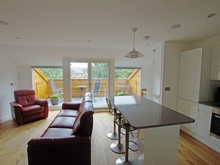 Luxury 3 bed apartment, town centre, roof terrace, Hebden Bridge
