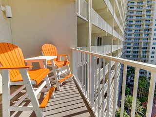 Waterfront condo w/ balcony, beach, shared pool/hot tub! Snowbirds welcome!