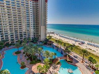 Waterfront condo w/ balcony, beach, shared pool/hot tub! Snowbirds welcome!