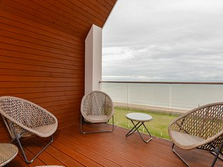 5* Immaculate Luxury Beach Front Games Room Wifi, Littlestone-on-Sea