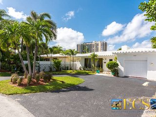 Chic Beach Home Across from Ocean, Heated Pool, Fort Lauderdale