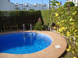 Lovely 2 bedroom detached villa with private pool centrally located.