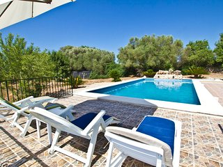 Ruberts- Great house with pool and nice views