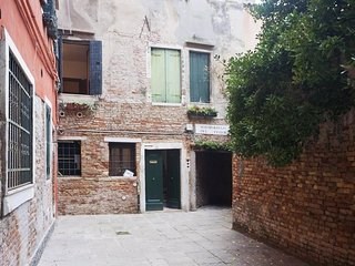 Cozy apartment in the center of Venice with Internet, Washing machine, Air condi