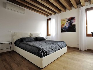 Spacious apartment in the center of Venice with Internet, Washing machine, Air c
