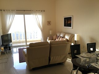 Beautiful 2 bedroom apartment with sea view.