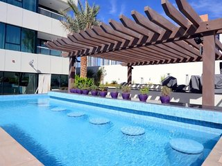Apartment in Dubai with Terrace, Air conditioning, Lift, Parking (378815), Dubái