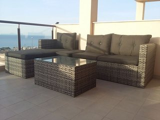 Stunning Seaview Apartment, Wi-Fi, Air con