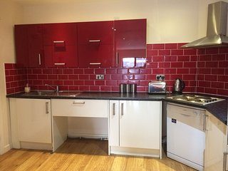 STUNNING 4 BED APARTMENT SLEEPS 10, Liverpool