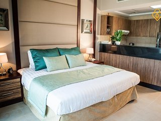 Cozy apartment close to the center of Dubai with Lift, Parking, Internet, Washin