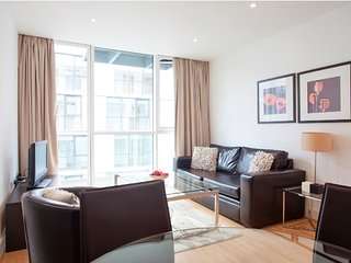 Cozy apartment in London with Lift, Internet, Washing machine, Balcony