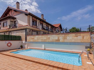 Acogedor apartamento con piscina, terraza y garaje, Somo