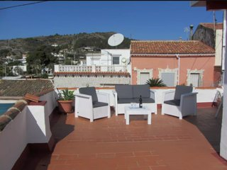 2 bedroom bungalow, huge terrace , & views of Med.