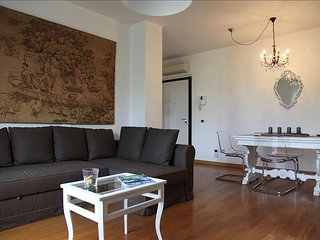 Apartment 1.2 km from the center of Milan with Lift, Terrace, Washing machine