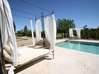 Luxury: Renovated Orangerie with Pool between vinyards in Provence, Sarrians