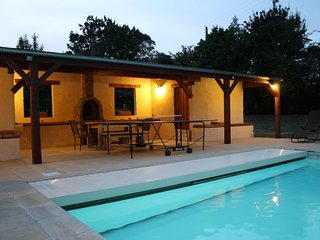 'Paulanosa Gite' with Heated pool, Perfect for LM24hr/Classic/Relaxing/Families, Asnieres sur Vegre