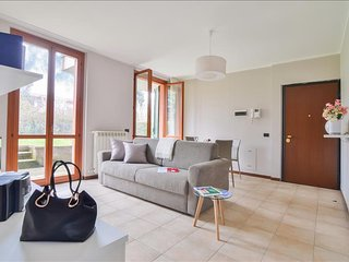 Spacious flat with garden and WiFi!, Arese