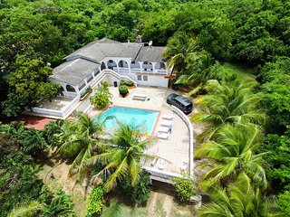 House with pool up to 21 next to Sun Bay beaches, Esperanza